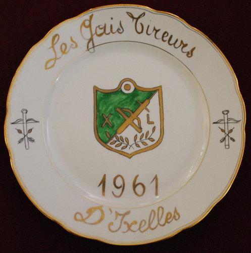 """Assiette """"Les gais Tireurs"""" Ixelles 1961"""